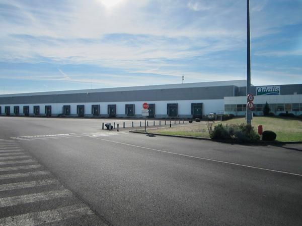 Sté Odalis - une partie de l'entrepôt et des bureaux vue du parking
