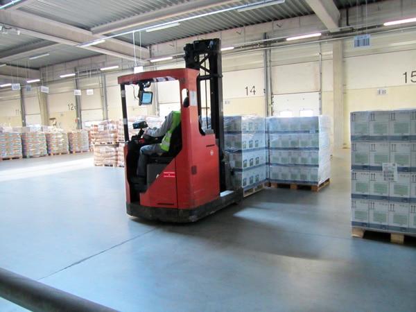 Sté Odalis - Manipulation de palette de produits dans l'entrepôt de stockage